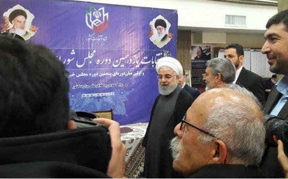 روحانی در ستاد انتخابات کشور حاضر شد